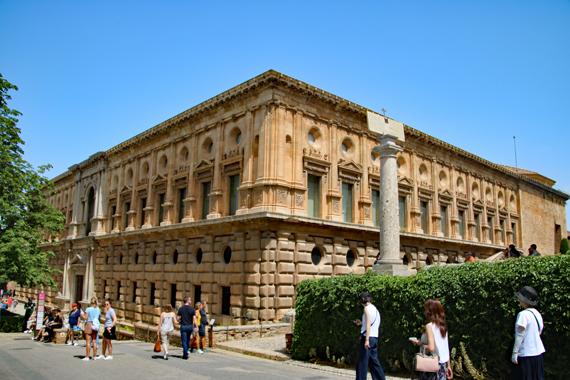 5 カルロス5世宮殿.jpg