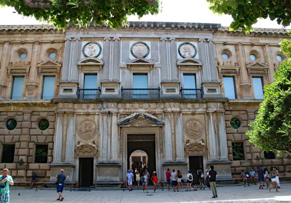 6 カルロス5世宮殿入口.jpg